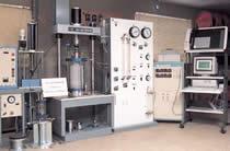 室内土質試験(三軸圧縮試験機)